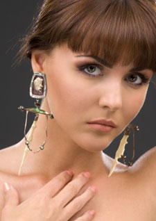 what are those earrings that stretch your earlobes